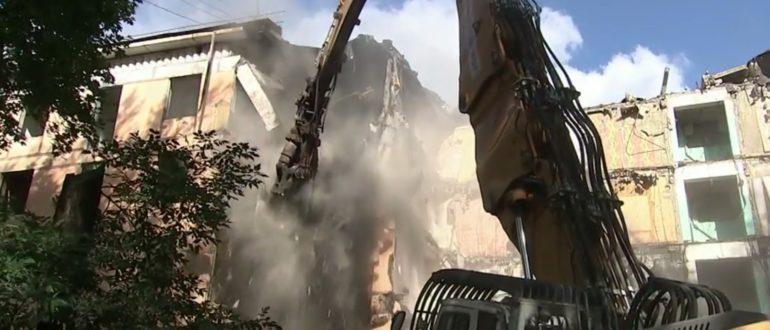 В Измайлово снесли первую хрущевку по программе реновации